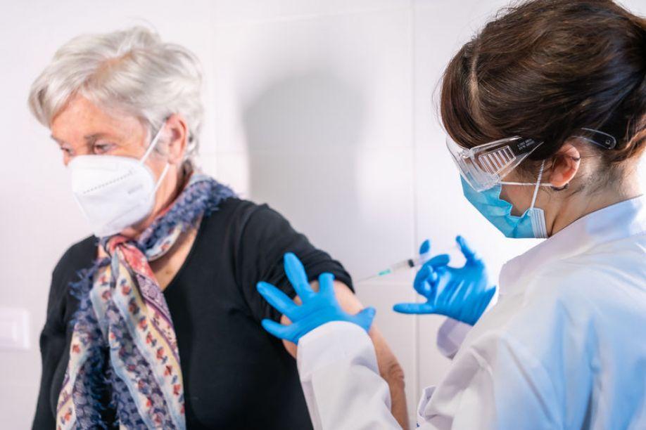 Sube ligeramente la incidencia del coronavirus en España